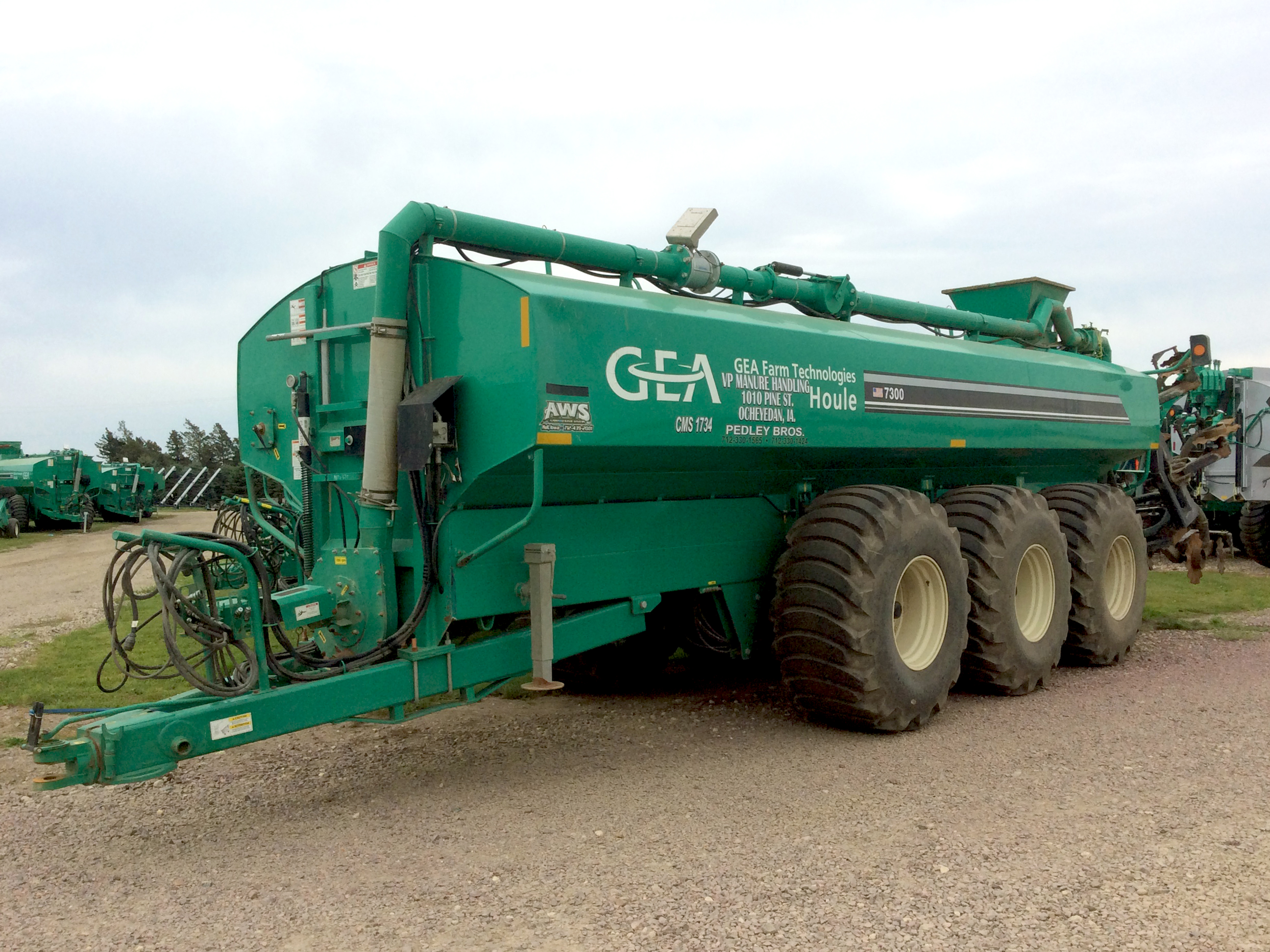 MTU670 2013 Houle, 7300 Gal Tank, 8 Farmstar Coulter Til, Flow Control, Galaxy Tires